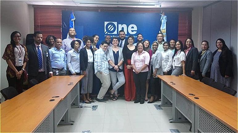 """Equipo CEPAL con los asistentes del taller """"Cálculo de indicadores sobre violencia de género y brecha salarial"""""""