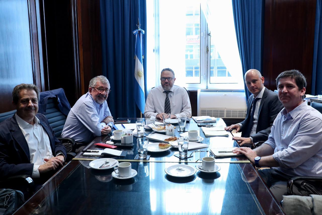 El Secretario Ejecutivo adjunto de la CEPAL, Mario Cimoli, se reunió en Buenos Aires con el ministro de Desarrollo Productivo de ese país, Matías Kulfas.
