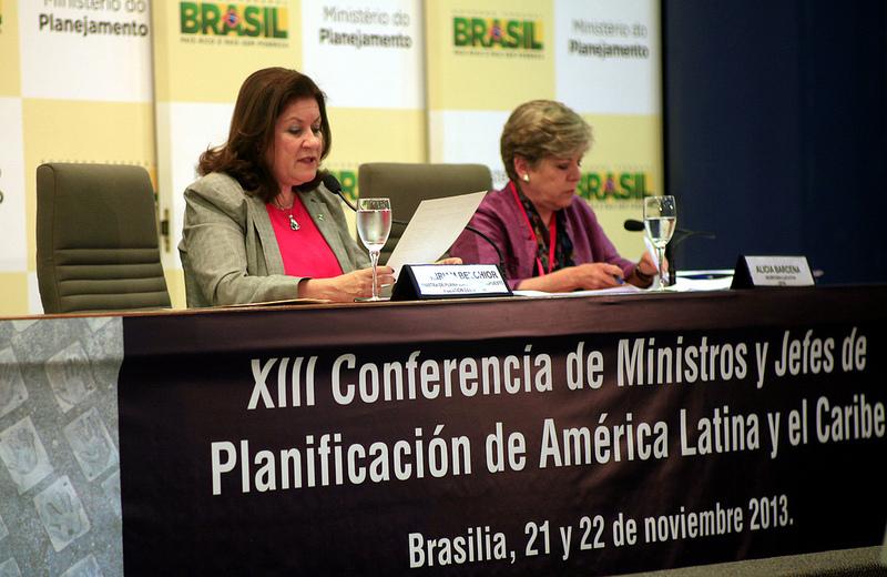 La Ministra de Planificación de Brasil, Miriam Belchior (izquierda) junto a la Secretaria Ejecutiva de la CEPAL, Alicia Bárcena.