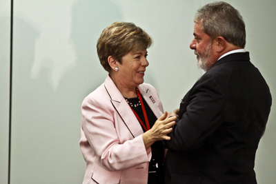 El Presidente de Brasil, Luiz Inácio Lula da Silva, saluda a la Secretaria Ejecutiva de la CEPAL, Alicia Bárcena.