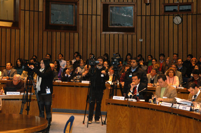 Periodistas de más de 30 medios de comunicación asistieron al lanzamiento del informe en la sede de la CEPAL en Santiago, Chile.