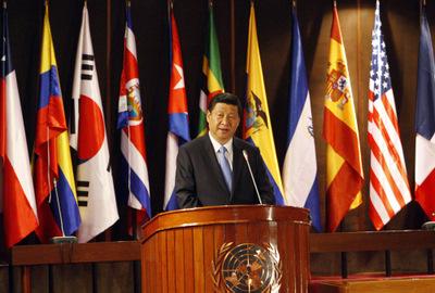 El Vicepresidente de la República Popular China, Xi Jinping, durante su conferencia magistral en la sede de la CEPAL, en Santiago, Chile.