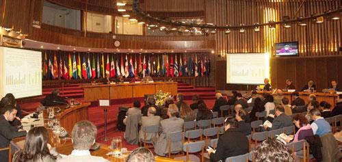 Vista panorámica de la sala Raúl Prebisch, donde se realizó el lanzamiento del libro.