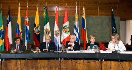 """La reunión """"Latinoamérica y el Grupo de los 20: hacia la construcción de un espacio de diálogo en la región"""" se realizó en la sede de la ALADI en Montevideo."""