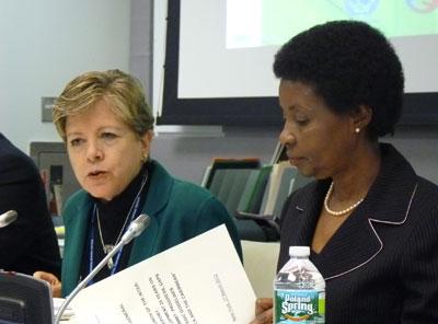 Alicia Bárcena, Secretaria Ejecutiva de la CEPAL, junto a Asha-Rose Migiro, Vicesecretaria General de las Naciones Unidas, durante la reunión realizada el 27 de marzo en Nueva York.