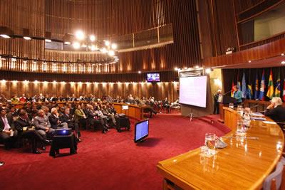 Vista general de la sala de conferencias Raúl Prebisch, en la sede de la CEPAL, durante la realización de la XI Cátedra que lleva su nombre, dictada por el Vicepresidente de Uruguay, Danilo Astori.