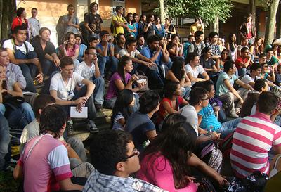 Según el nuevo informe de CEPAL y UNFPA, 16% de los jóvenes de 15 a 29 años en América Latina no estudian ni trabajan.