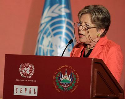 Alicia Bárcena, Secretaria Ejecutiva de la CEPAL, presenta el documento Cambio estructural para la igualdad.
