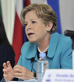 La Secretaria Ejecutiva de la CEPAL, Alicia Bárcena, durante la presentación del Panorama de la inserción internacional de América Latina y el Caribe 2011-2012.