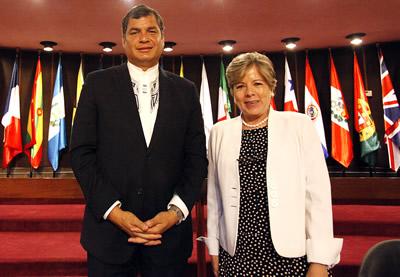 El Presidente de Ecuador, Rafael Correa, y la Secretaria Ejecutiva de la CEPAL, Alicia Bárcena, en la sede de la Comisión en Santiago, Chile.