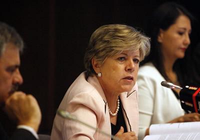 La Secretaria Ejecutiva de la CEPAL, Alicia Bárcena, durante la presentación del Balance preliminar de las economías de América Latina y el Caribe 2012.