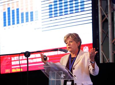 Alicia Bárcena, Secretaria Ejecutiva de la CEPAL, participó en la I Cumbre Académica CELAC-UE.