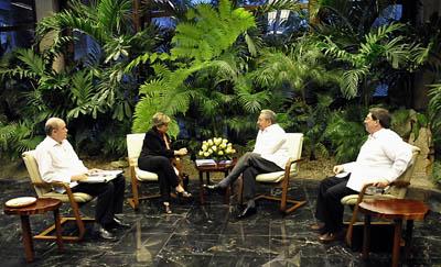 El Presidente de Cuba, Raúl Castro, recibió a la Secretaria Ejecutiva de la CEPAL, Alicia Bárcena, el 13 de febrero de 2013 en La Habana.