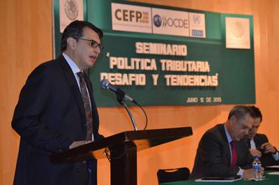 En el seminario, el Director de la Sede Subregional de la CEPAL en México, Hugo Beteta, presentó un análisis de la matriz de contabilidad social de ese país.
