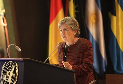 La Secretaria Ejecutiva de la CEPAL, Alicia Bárcena, resaltó que el informe de la OEA llega en un contexto de frustración por los resultados de la política de drogas que por muchos años ha imperado en la región.