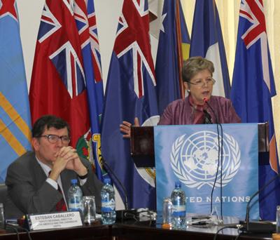 Esteban Caballero, Director Regional Adjunto de UNFPA para América Latina y el Caribe, y Alicia Bárcena, Secretaria Ejecutiva de la CEPAL, durante la Sexta reunión del Comité de Monitoreo del Comité de Desarrollo y Cooperación del Caribe (CDCC) de la CEPAL, en Georgetown, Guyana.