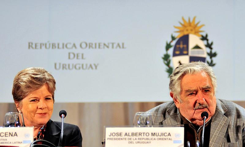 De izquierda a derecha: Alicia Bárcena, Secretaria Ejecutiva de la CEPAL, José Mujica, Presidente de Uruguay, y Babatunde Osotimehin, Director Ejecutivo del UNFPA.