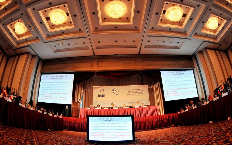 Durante la clausura de la Primera Reunión de la Conferencia Regional sobre Población y Desarrollo de América Latina y el Caribe se aprobó el Consenso de Montevideo.