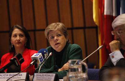 Alicia Bárcena, Secretaria Ejecutiva de la CEPAL, presentó en Santiago, Chile, el informe Panorama de la Inserción Internacional de América Latina y el Caribe 2013.
