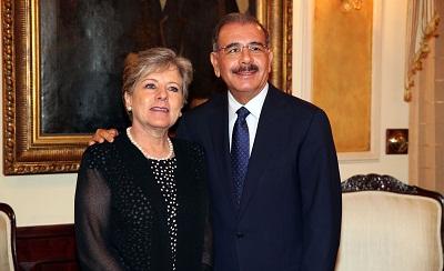 La Secretaria Ejecutiva de la CEPAL, Alicia Bárcena, y el Presidente de República Dominicana, Danilo Medina, se reunieron en el Palacio Nacional de Santo Domingo.