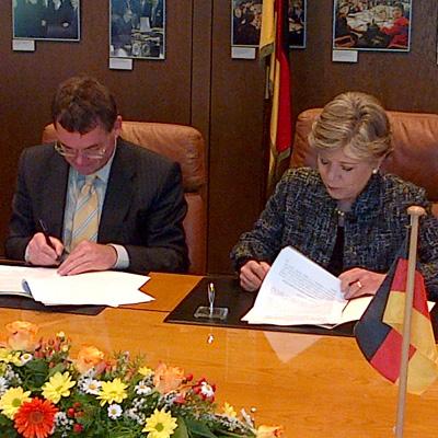 Firma del convenio entre la CEPAL y el Ministerio Federal de Cooperación Económica y Desarrollo de Alemania.
