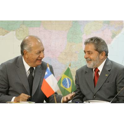 El presidente de Brasil Luiz Inácio Lula da Silva conversa con su homólogo chileno, Ricardo Lagos, durante un encuentro celebrado en Sao Paulo en 2005.