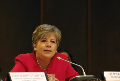 Alicia Bárcena, Secretaria Ejecutiva de la CEPAL, inauguró el XXVI Seminario Regional de Política Fiscal, que se desarrolla en la sede del organismo en Santiago, Chile.