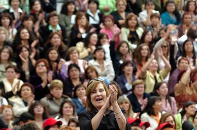 """""""Las mujeres deben apropiarse de la agenda de desarrollo post-2015 en todas sus dimensiones"""", enfatizó la Secretaria Ejecutiva de la CEPAL, Alicia Bárcena."""