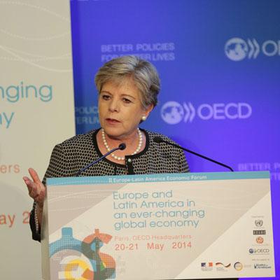 La Secretaria Ejecutiva de la CEPAL, Alicia Bárcena, participó en París en la inauguración del II Foro Económico Europa-América Latina.