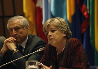 Alicia Bárcena, Secretaria Ejecutiva de la CEPAL (a la derecha), y Heraldo Muñoz, Ministro de Relaciones Exteriores de Chile, inauguran la Primera reunión de la Conferencia de Ciencia, Innovación y Tecnologías de la Información y las Comunicaciones.