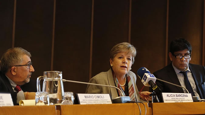 Alicia Bárcena, Executive Secretary of ECLAC, during the presentation of the report.