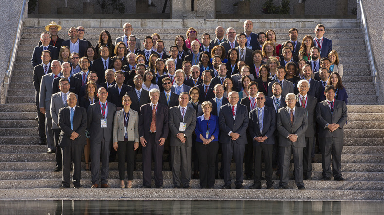 Fotografía oficial de los participantes en la IX reunión de la Conferencia Estadística de las Américas.