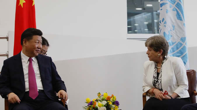 Alicia Bárcena, Secretaria Ejecutiva de la CEPAL, junto al Presidente de China, Xi Jinping.