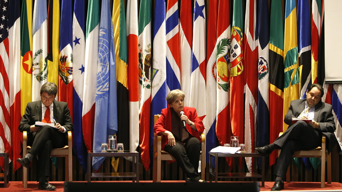 From left to right, Marcelo Mena, Chile's Minister of the Environment; Alicia Bárcena, ECLAC's Executive Secretary and Andrés Rebolledo, the country's Energy Minister.