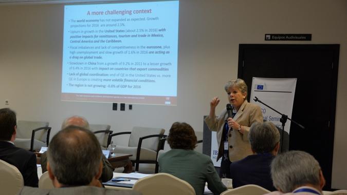 Alicia Bárcena, Secretaria Ejecutiva de la CEPAL,durante el seminario en La Habana, Cuba.