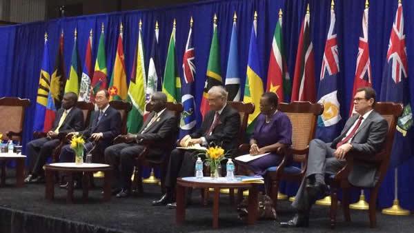 El Secretario General de las Naciones Unidas, Ban Ki-moon (segundo por la izquierda) en Bridgetown, Barbados, durante la Cumbre de la Comunidad del Caribe (CARICOM).