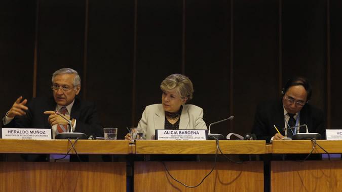 Foto de la testera de la inauguración de la Consulta Regional sobre Financiamiento del Desarrollo