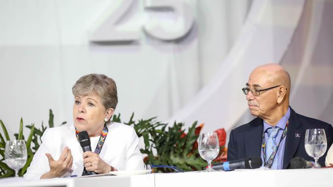 Fotografías de Alicia Bárcena durante la inauguración de la Pre COP 25.