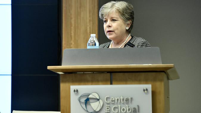 Alicia Bárcena, Secretaria Ejecutiva de la CEPAL, durante la presentación del informe en Washington D.C.