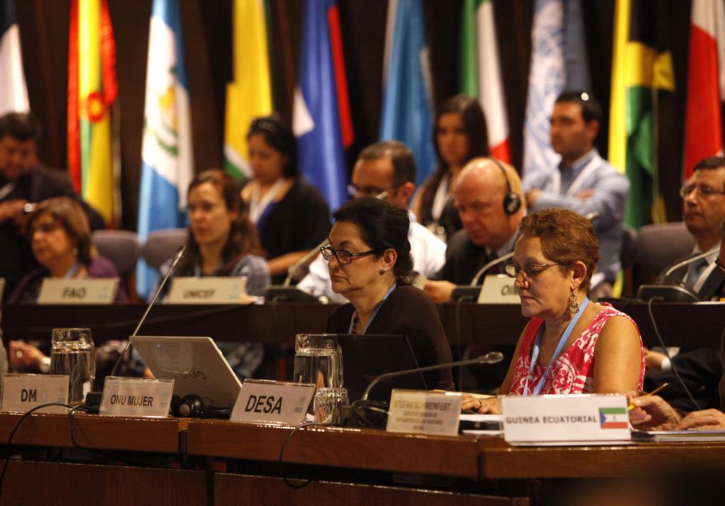 Delegados de los países miembros de la CEPAL participan en la Conferencia Estadística de las Américas.