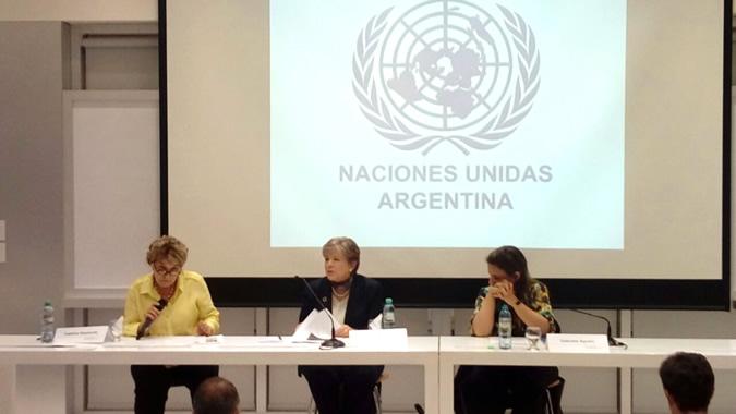 La Secretaria Ejecutiva de la CEPAL (en el centro), durante la conferencia magistral ofrecida en la Universidad Torcuato Di Tella.