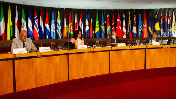 Panel de inauguración de la reunión.