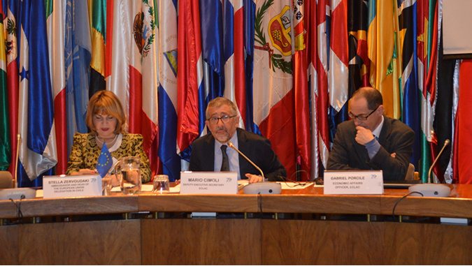 From left to right: Stella Zervoudaki, Ambassador and Head of the European Union Delegation in Chile, Mario Cimoli, ECLAC's Deputy Executive Secretary, and Gabriel Porcile, Coordinator of the Summer School