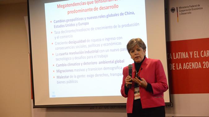 Alicia Bárcena, Secretaria Ejecutiva de la CEPAL, durante la IV Conferencia Regional Perspectivas de la Cooperación Triangular en América Latina y el Caribe realizada en Lima, Perú.