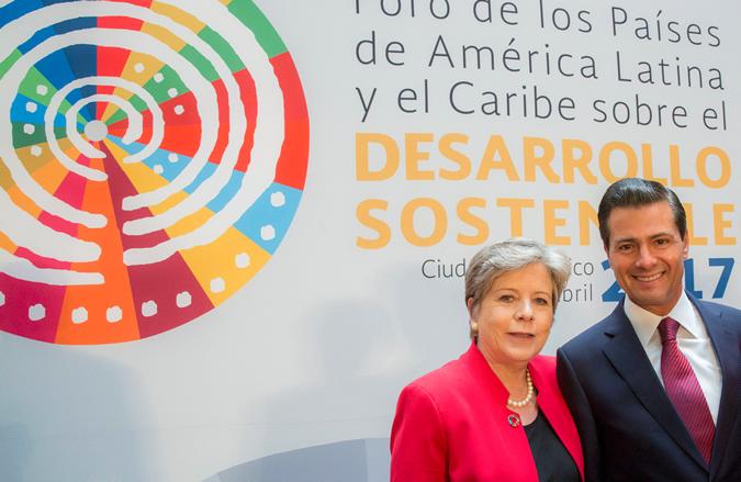 Alicia Bárcena, ECLAC Executive Secretary, and Enrique Peña Nieto, President of Mexico.