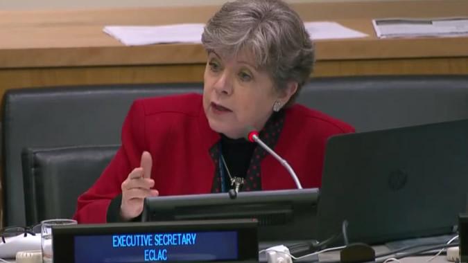 Alicia Bárcena, Secretaria Ejecutiva de la CEPAL, durante el diálogo de los Secretarios Ejecutivos de las Comisiones Regionales de la ONU, realizado el lunes 23 de octubre en Nueva York.
