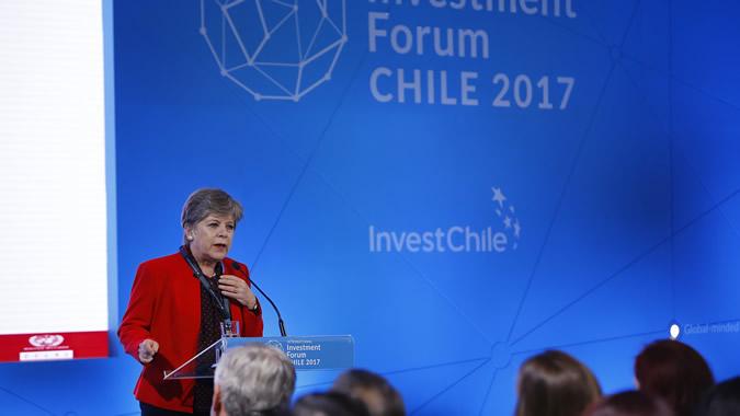 Alicia Bárcena, Secretaria Ejecutiva de la CEPAL, durante su presentación en el Foro Internacional de Inversiones de Chile.