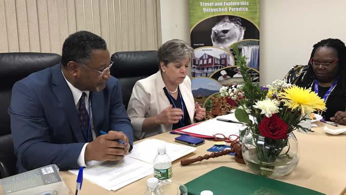 En la reunión, Bárcena felicitó a Belice por ser el primer país del Caribe en presentar su informe nacional voluntario ante el Foro Político de Alto Nivel sobre el Desarrollo Sostenible.