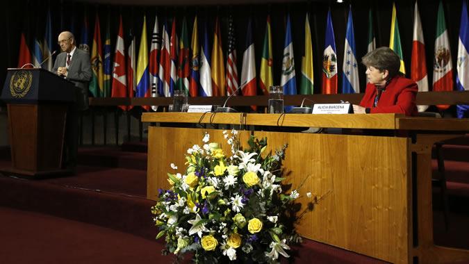 Ricardo Ffrench-Davis y Alicia Bárcena, Secretaria Ejecutiva de la CEPAL.