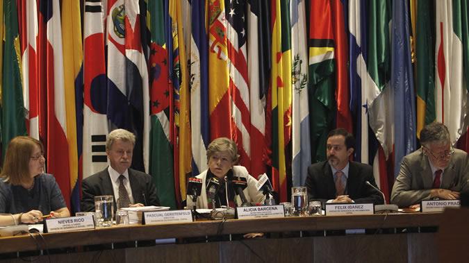 Alicia Bárcena, Secretaria Ejecutiva de la CEPAL, presenta el Panorama Social América Latina 2014